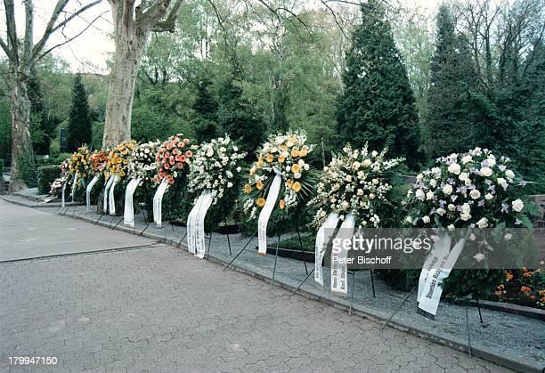 Kränze Beerdigung von KarlHeinz BeckerBlumen Kranz