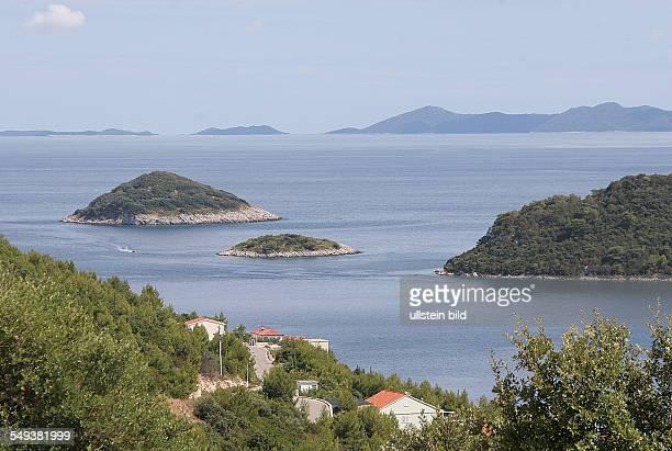 Kroatien Dalmatien Insel Korcula Küstenlandschaft mit vorgelagerten Inseln bei Karbuni Adria