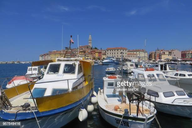 Kroatien Istrien Rovinj Rovigno Ansicht Stadtansicht Hafen Boote