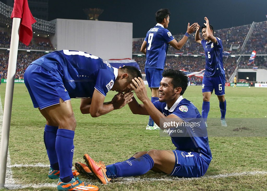 Kroekrit Thawikan (R) of Thailand celebrates with his team-mates after scoring the 2nd goal against Malaysia during the 2014 AFF Suzuki Cup final 1st leg match between Thailand and Malaysia at Rajamangala National Stadium on December 17, 2014 in Bangkok, Thailand.