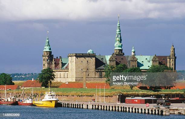 kronborg castle in helsingor, the castle was built by king frederik ii in 1574, fire claimed it shortly after and it was rebuilt by king christian iv in the late 1600's, the castle also happens to be the setting for shakespeare's hamlet - helsingor stock pictures, royalty-free photos & images