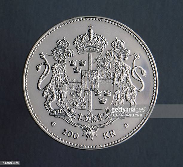 200 kronor coin 50th Anniversary of the Birth of Queen Silvia reverse coat of arms Sweden 20th century