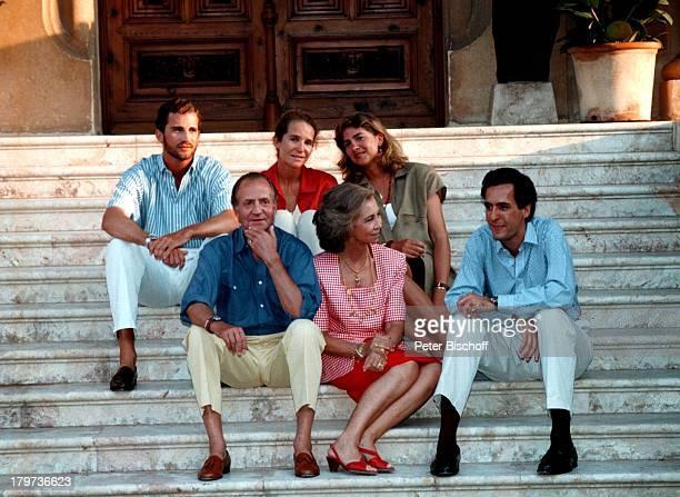 Kronprinz Felipe Prinzessin ElenaPrinzessin Cristina vlnr König Juan Carlos Königin Sofia Ehemann von Prinzessin Elena Jaime de Marichalar die...