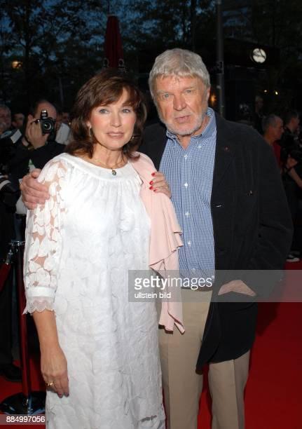 Krueger Hardy Schauspieler Schriftsteller D mit Ehefrau Anita bei der Nacht der Legenden im Schmidts Tivoli Hamburg