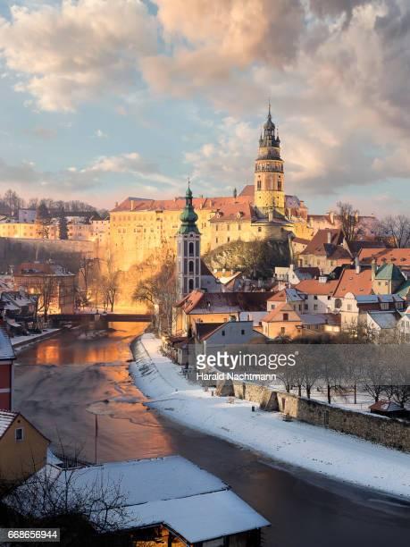 krumau - cesky krumlov im winter - nacht stock pictures, royalty-free photos & images