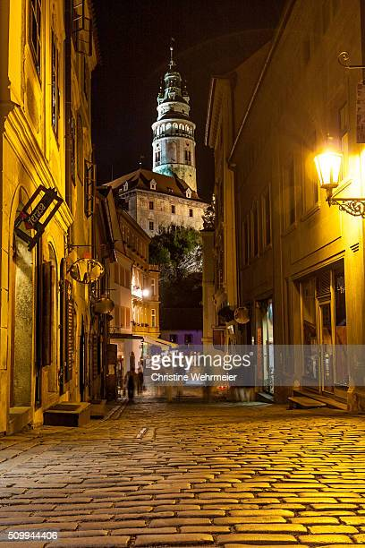 krumlov castle, cesky krumlov at night - cesky krumlov castle stock photos and pictures