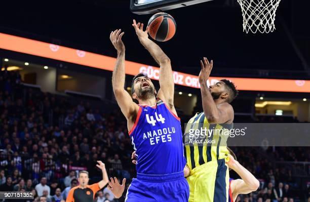 Krunoslav Simon #44 of Anadolu Efes Istanbul in action during the 2017/2018 Turkish Airlines EuroLeague Regular Season Round 19 game between Anadolu...