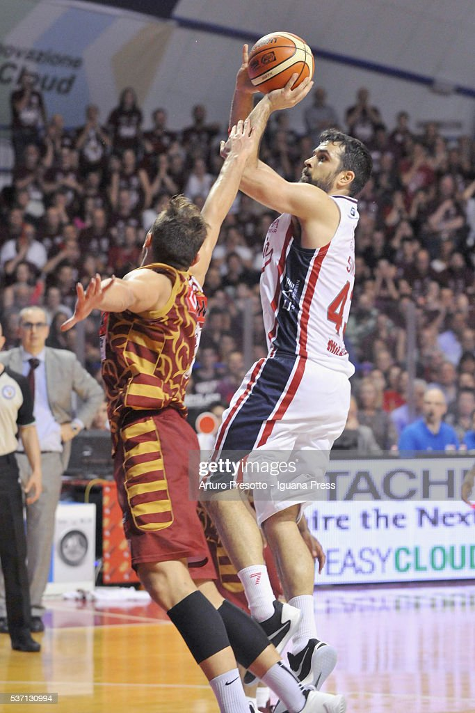 Krunoslav Simon of EA7 competes with Stefano Tonut of Umana during the LegaBsaket Serie A match between Reyer Umana Venezia and EA7 Emporio Armani Olimpia Milano at Palasport Taliercio on May 29, 2016 in Mestre, Italy.