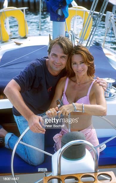 Krystian Martinek Christina Plate ZDFFilm Die Traumbucht Verliebt auf Bermuda Bermuda/Karibik Segelboot Ruder Steuerrad