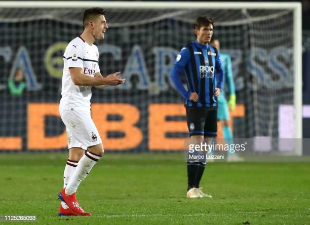 Krzysztof Piatek of AC Milan celebrates his goal during the Serie A match between Atalanta BC and AC Milan at Stadio Atleti Azzurri d'Italia on...