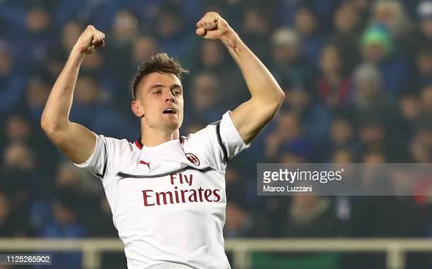 Krzysztof Piatek of AC Milan celebrates his second goal during the Serie A match between Atalanta BC and AC Milan at Stadio Atleti Azzurri d'Italia...