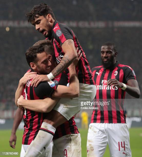 Krzysztof Piatek of AC Milan celebrates with his teammates after scoring the opening goal during the Serie A match between AC Milan and Empoli at...