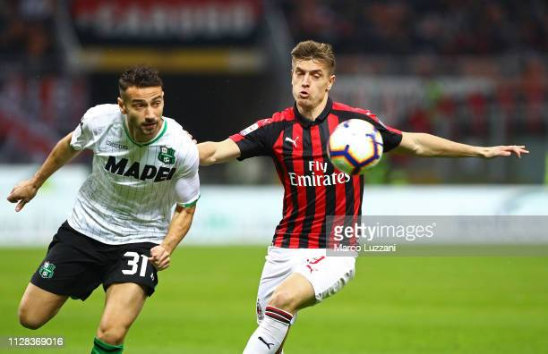 Krzysztof Piatek of AC Milan competes for the ball with Gian Marco Ferrari of US Sassuolo during the Serie A match between AC Milan and US Sassuolo...