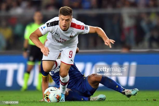 Krzysztof Piatek of AC Milan in action during the Serie A match between Hellas Verona and AC Milan at Stadio Marcantonio Bentegodi on September 15...