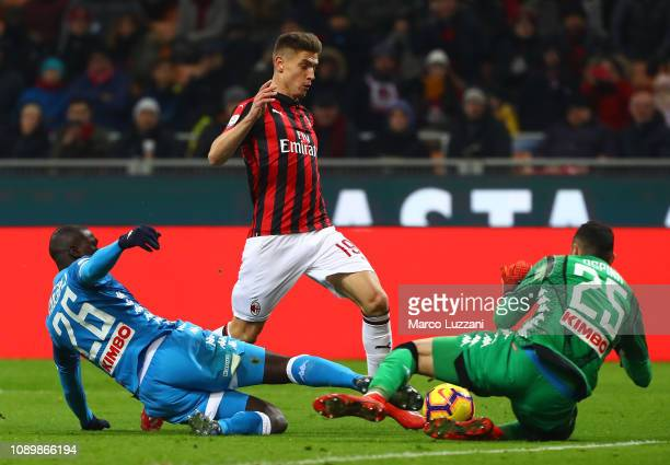 Krzysztof Piatek of AC Milan is challenged by Kalidou Koulibaly and David Ospina of SSC Napoli during the Serie A match between AC Milan and SSC...