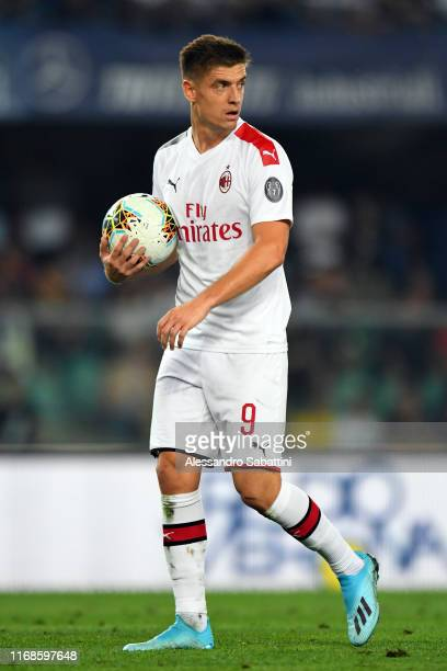 Krzysztof Piatek of AC Milan looks on during the Serie A match between Hellas Verona and AC Milan at Stadio Marcantonio Bentegodi on September 15...
