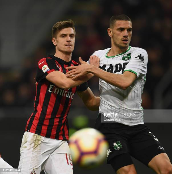 Krzysztof Piatek of AC Milan struggles with Merih Demiral of US Sassuolo during the Serie A match between AC Milan and US Sassuolo at Stadio Giuseppe...