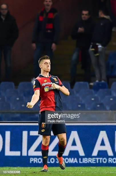 Krzysztof Piatek of Genoa celebrates after scoring a goal during the Serie A match between Genoa CFC and Atalanta BC at Stadio Luigi Ferraris on...