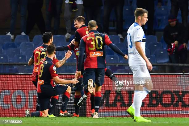 Krzysztof Piatek of Genoa celebrates with his team-mates after scoring a goal during the Serie A match between Genoa CFC and Atalanta BC at Stadio...