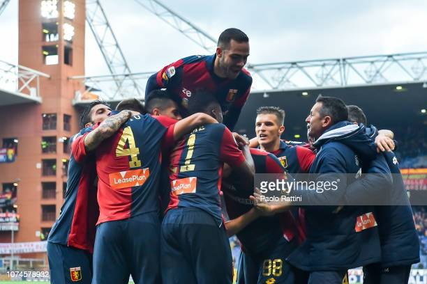 Krzysztof Piatek of Genoa celebratess with his teammates after scoring a goal during the Serie A match between Genoa CFC and Atalanta BC at Stadio...
