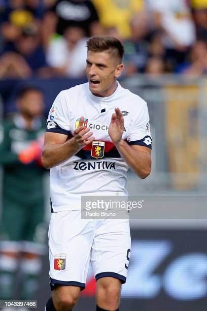 Krzysztof Piatek of Genoa CFC celebrates after scoring the opening goal during the Serie A match between Frosinone Calcio and Genoa CFC at Stadio...