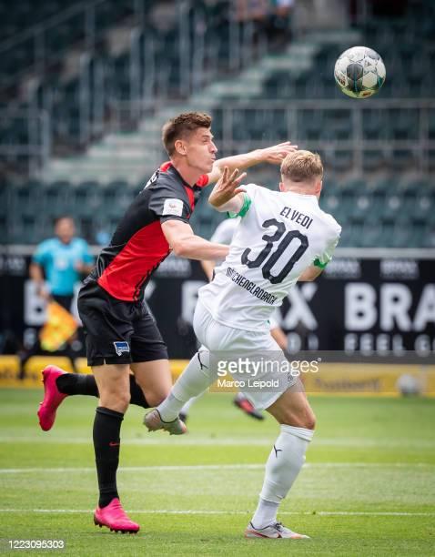 Krzysztof Piatek of Hertha BSC and Nico Elvedi of Borussia Moenchengladbach during the Bundesliga match between Borussia Moenchengladbach and Hertha...