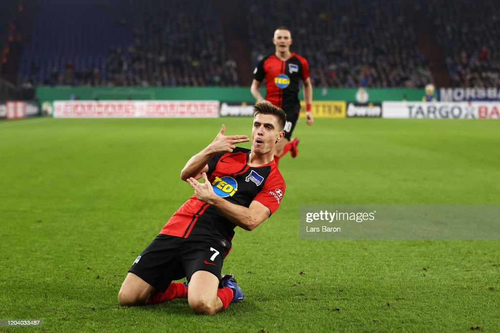 FC Schalke 04 v Hertha BSC - DFB Cup : News Photo
