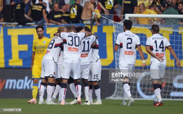 Krzysztof Piatek with his teammates of Genoa CFC celebrates after scoring the opening goal during the Serie A match between Frosinone Calcio and...