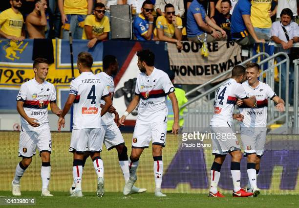 Krzysztof Piatek with his teammates of Genoa CFC celebrates after scoring the team's second goal during the Serie A match between Frosinone Calcio...
