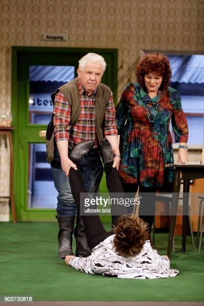 """""""Käsch in de Täsch"""" - Schwank in zwei Akten von Barbara Schöller und Peter Millowitsch feiert im Millowitsch-Theater Köln Premiere. Inhalt: Was für..."""