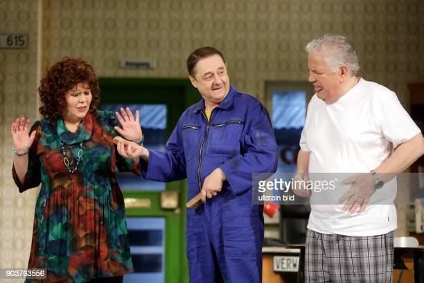 'Käsch in de Täsch' Schwank in zwei Akten von Barbara Schöller und Peter Millowitsch feiert im MillowitschTheater Köln Premiere Was für ein...