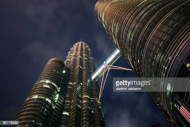 kuala lumpur petronas twin towers low angle view - petronas towers stock pictures, royalty-free photos & images