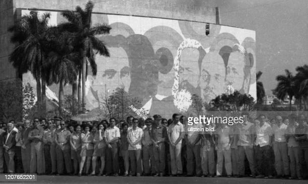 Kuba Land und Leute vor der Oeffnung zum Tourismus 1977 Hauptstadt Havanna Parade CUB Cuba Havana Cuba Country and People before the opening to...