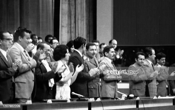 Kuba Land und Leute vor der Oeffnung zum Tourismus 1977 Hauptstadt Havanna Kongress der Kommunistischen Jgewnd Kubas Raul Castro / Mitte vorn CUB...