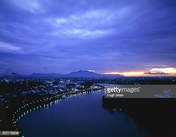 kuching, borneo, at night - hugh sitton fotografías e imágenes de stock