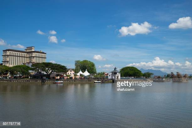 kuching, capital of the state of sarawak is a bustling, diverse city of old colonial buildings and modern towers. along its sarawak river waterfront are shophouses selling handicrafts and foods. - shaifulzamri bildbanksfoton och bilder