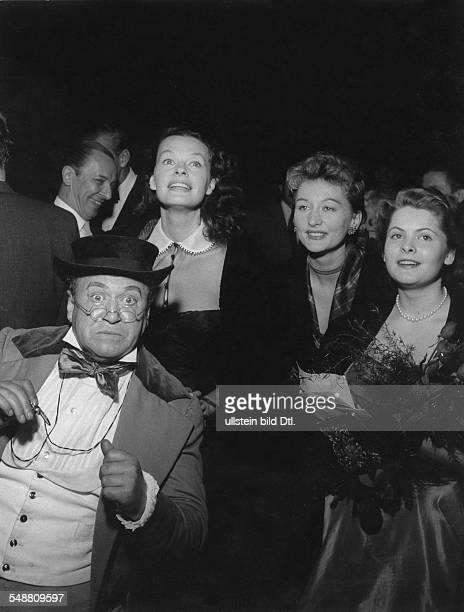 Kuenneke Evelyn * Saengerin Schauspielerin D vl James Hayter Margot Hielscher EK und Hannerl Matz in der Waldbuehne Berlin 1960