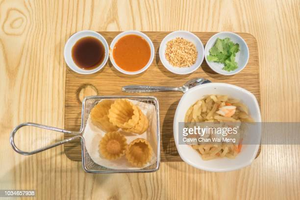 kuey pie tee and spread of ingredients - 副菜 ストックフォトと画像