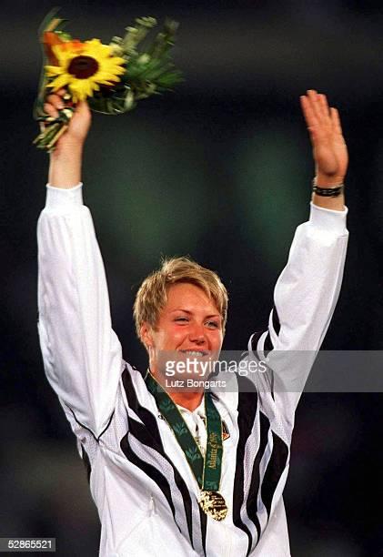LEICHTATHLETIK Kugelstossen/Frauen ATLANTA 1996 2896 Astrid KUMBERNUSS/GER GOLD MEDAILLE