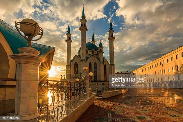 kul sharif mosque in kazan kremlin at sunset - kul sharif mosque stock pictures, royalty-free photos & images