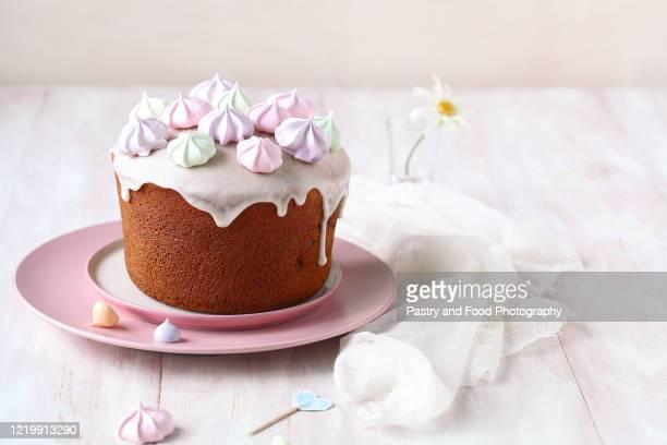 kulich russian easter cake - happy easter in russian stock pictures, royalty-free photos & images