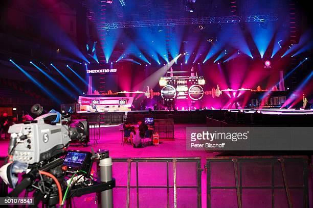 """Kulisse der RTL II-Musikshow """"The Dome"""" 55, TUI-Arena, Hannover, Niedersachsen, Deutschland, Europa, Bühne, Scheinwerfer, Logo, Kamera, Promi BB,..."""