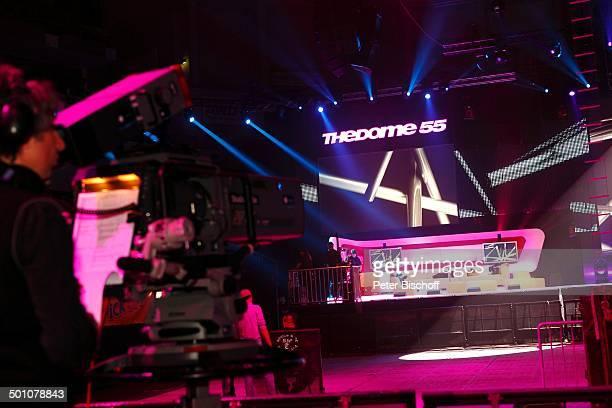 """Kulisse der RTL II-Musikshow """"The Dome"""" 55, TUI-Arena, Hannover, Niedersachsen, Deutschland, Europa, Bühne, Scheinwerfer, Logo, Kamera, Kameramann,..."""