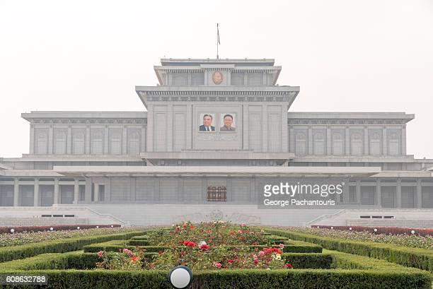 kumsusan palace of the sun, pyongyang, north korea - corea del norte fotografías e imágenes de stock