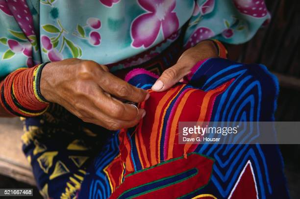 kuna indian woman sewing a mola - mola stock pictures, royalty-free photos & images