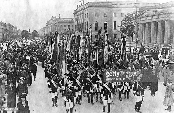 Kundgebung der Universitätsangehörigengegen die Auslieferung der deutschenGeneräle die von den Alliierten alsKriegsverbrecher gesucht...