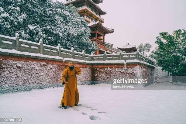 少林寺の中国のカンフー僧戦士 - 少林寺 ストックフォトと画像