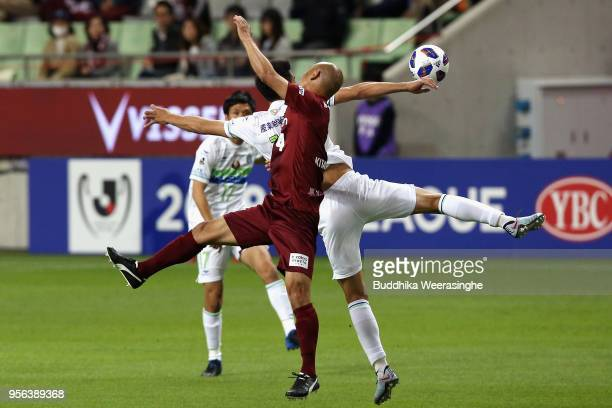 Kunie Kitamoto of Vissel Kobe and Ryunosuke Noda of Shonan Bellmare compete for the ball during the J.League Levain Cup Group D match between Vissel...