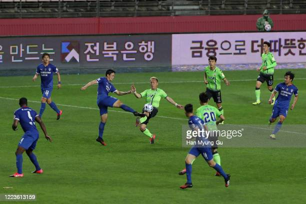 Kunimoto Takahiro of Jeonbuk Hyundai Motors in action during the K League 1 match between Jeonbuk Hyundai Motors and Suwon Samsung Bluewings at...