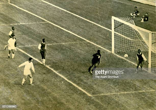 Kunishige Kamamoto of Japan scores a goal during the Football Group B match between Japan and Nigeria during the Mexico City Summer Olympic Games at...